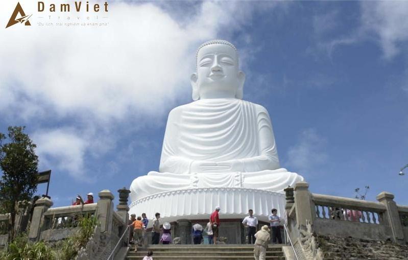 tượng phật Thích Ca tại Chùa Linh Ứng