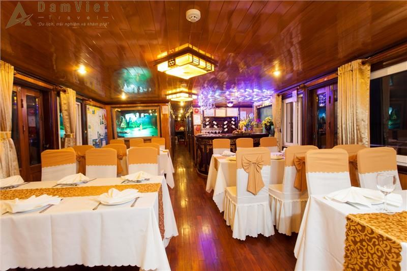 Phòng ăn trên du thuyền
