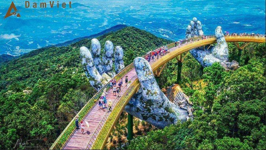 Cây cầu vàng với bàn tay khổng lồ