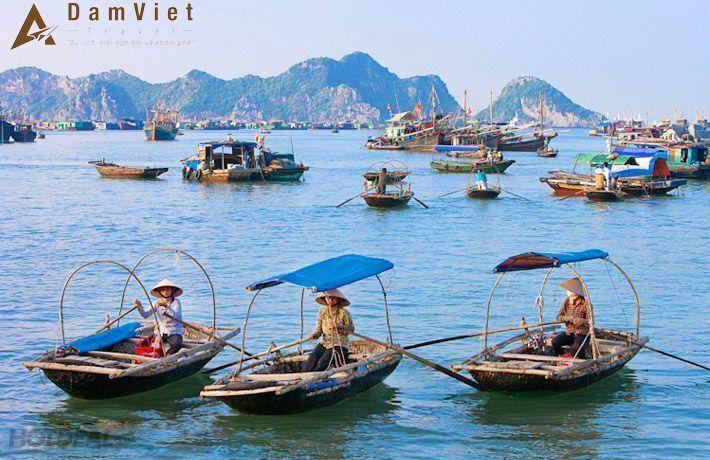 thuyền đò ở làng chài cổ Hạ Long
