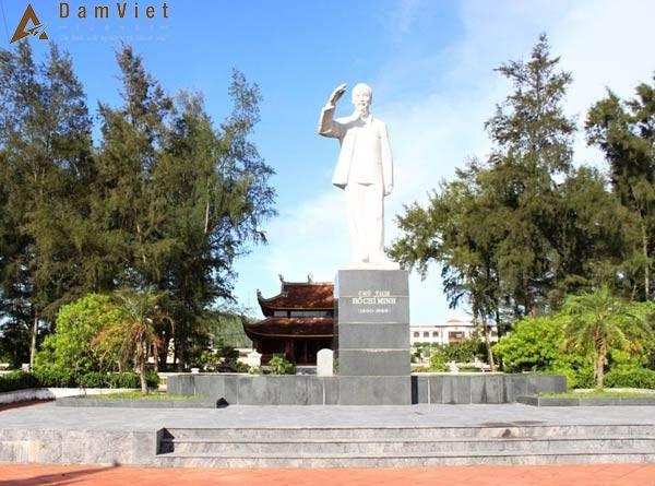 tượng đài Bác