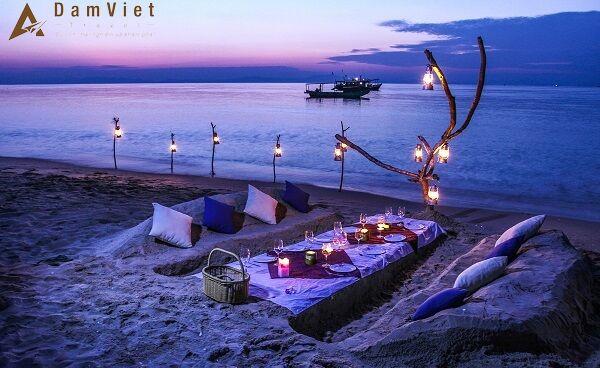 Bữa tối trên biển Hồng Vàn