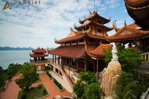 Thăm quan làng chài và những ngôi chùa linh thiêng ở Hạ Long