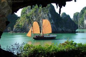 Khám phá những hang động tuyệt đẹp ở Vịnh Hạ Long