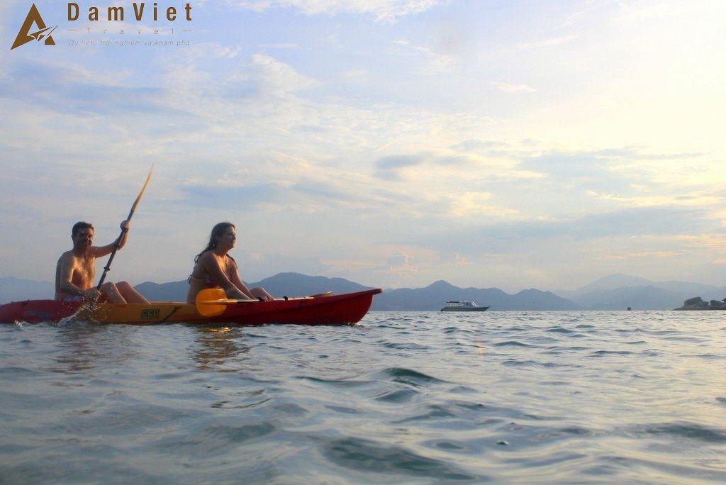 trèo thuyền kayak