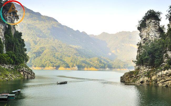 Hồ Ba Bể-Thác Bản Giốc-Động Ngườm Ngao-Suối Lê Nin
