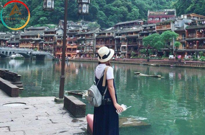 Du lịch Phượng Hoàng Cổ Trấn vào mùa hè