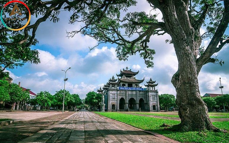 Nhà thờ đá Phát Diệm