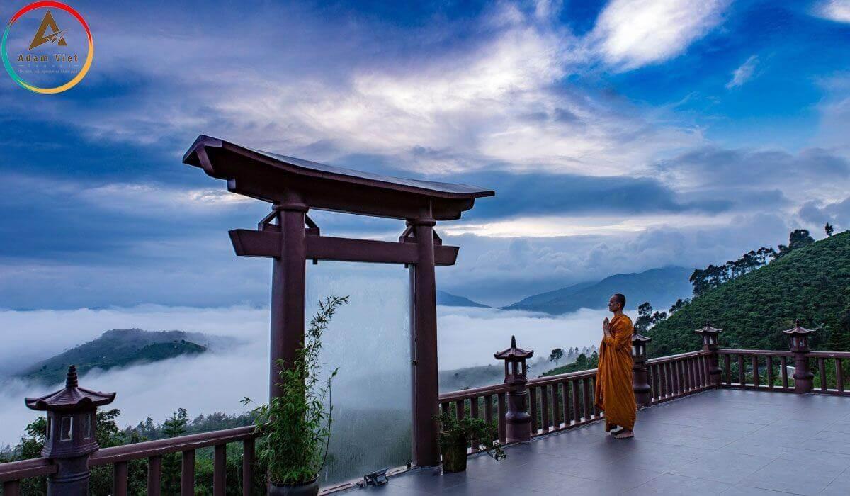 Cổng trời Đà Lạt trong sương